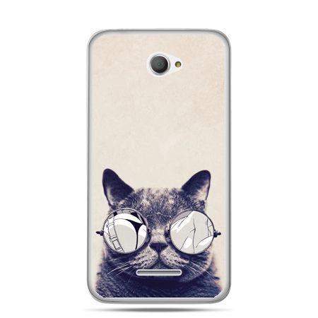 Xperia E4 etui kot w okularach